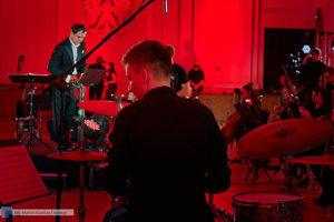 """XII Koncert Galowy Orkiestry Rozrywkowej Politechniki Warszawskiej """"The Engineers Band"""" - 59 zdjęcie w galerii."""